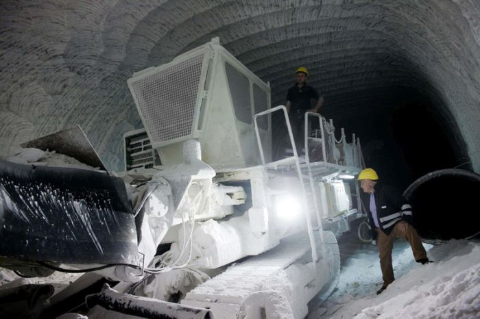 An Inside Look At Sicily's Biggest Salt Mines (38 pics)
