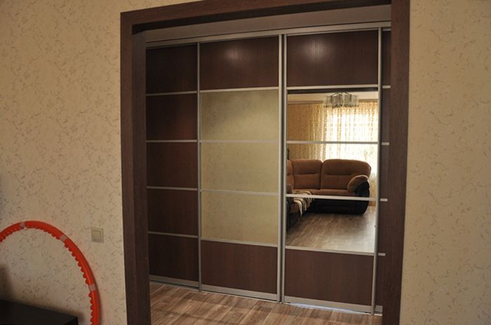 Every House Needs A Secret Room Like This One (4 pics)