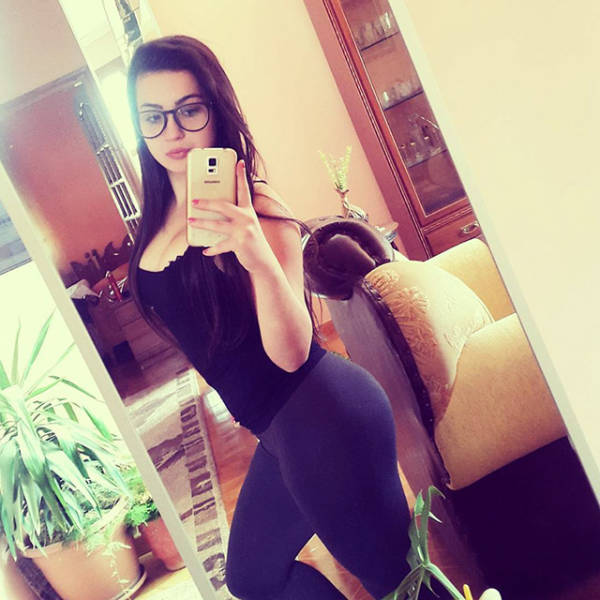Gorgeous Girls In Yoga Pants That Will Keep You Busy For A While (50 pics)