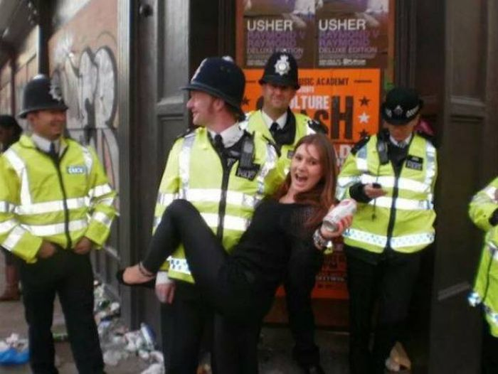 The Metropolitan Police Really Know How To Party (22 pics)