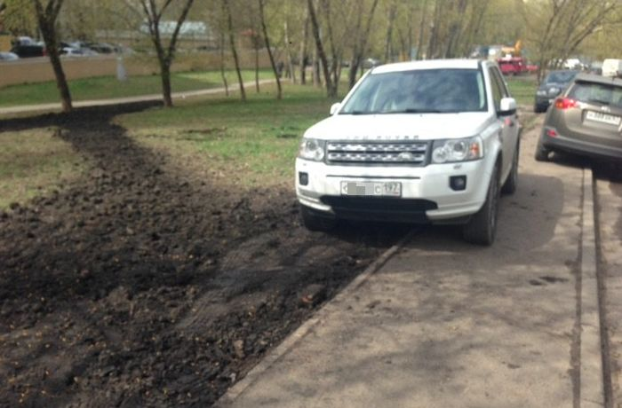 Person Gets Revenge After Finding An SUV In The Wrong Spot (2 pics)
