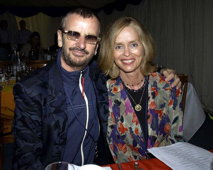 At 75 Years Old Ringo Starr Somehow Looks Younger Than His Son (3 pics)
