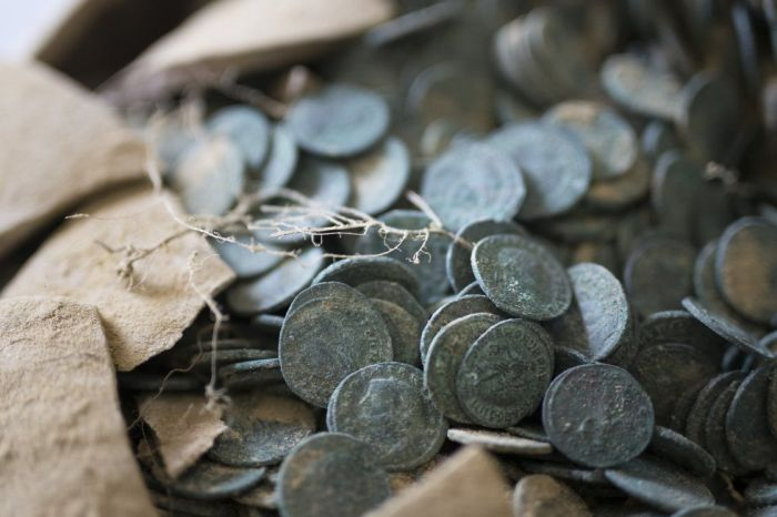 Construction Workers Find 1,300 Pounds Of Roman Coins Discovered In Spain (10 pics)
