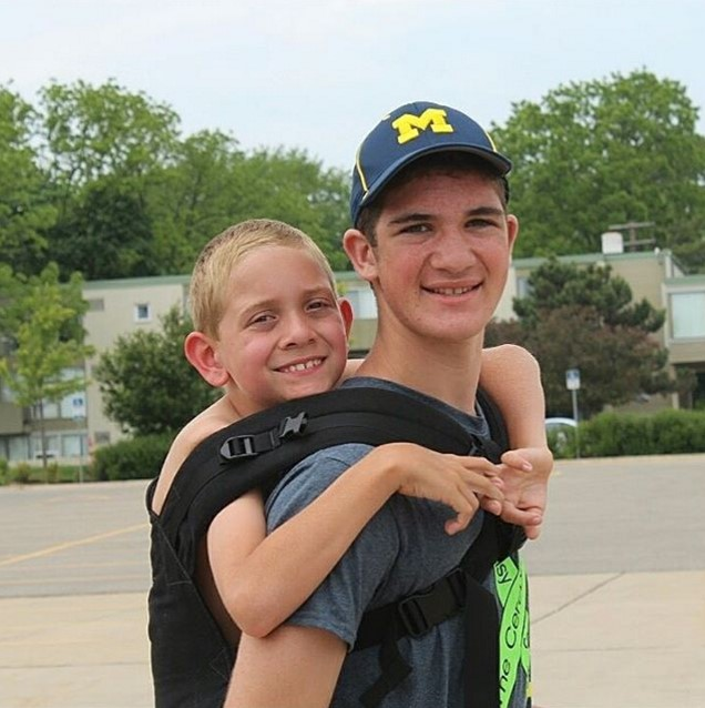 Teen Raises Awareness For Cerebral Palsy By Carrying His Brother 111 Miles (10 pics)