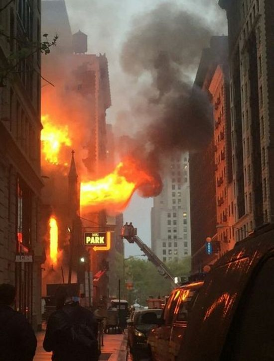 Manhattan Cathedral Burns Down On Orthodox Easter Sunday (5 pics)