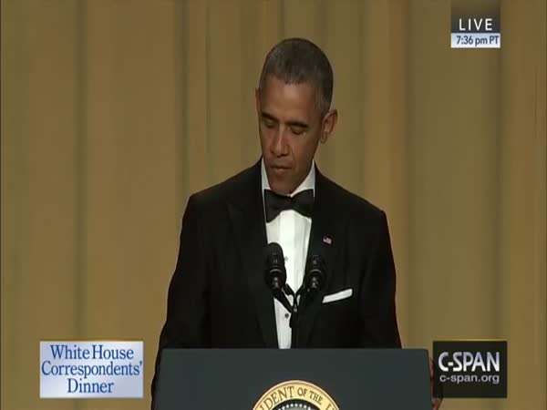 President Obama Drops Microphone On Floor At White House Correspondents Dinner 2016
