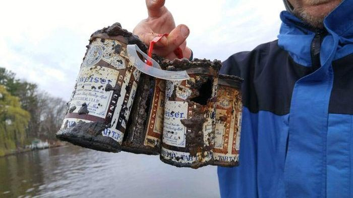 Friends From Wisconsin Catch A 6 Pack Of Beer During Their Fishing Trip (2 pics)
