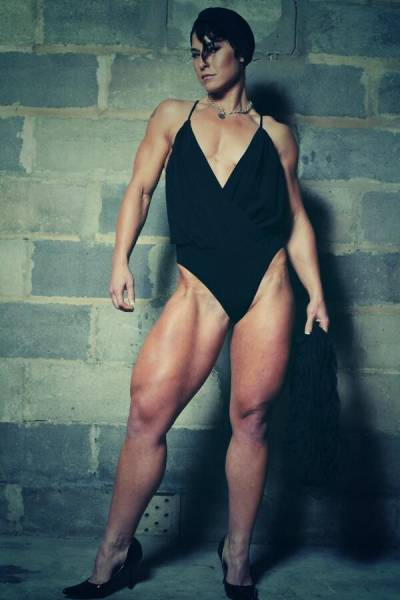 This Female Bodybuilder Can Crush Watermelons With Her Legs (25 pics)