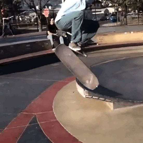 12 Mind Blowing Skateboard Tricks That You Need To See (12 gifs)