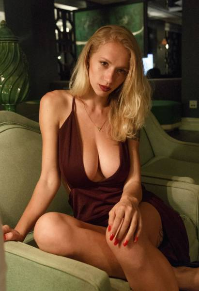 Be Careful Because These Beautiful Busty Ladies Are Very Distracting (54 pics)