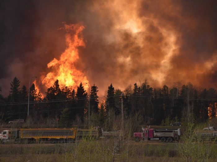 Wildfire Causes Fort McMurray To Be Evacuated (27 pics)