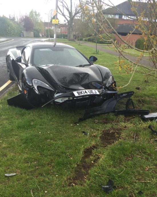 Owner Crashes McLaren 650S Spider Just Minutes After It Was Delivered To His Home (3 pics)