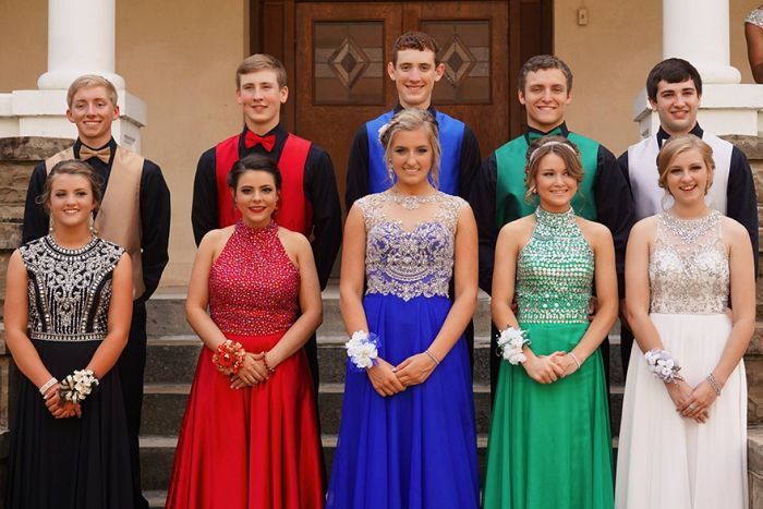 These Teens Revealed A Super Powered Surprise On Prom Night (4 pics)
