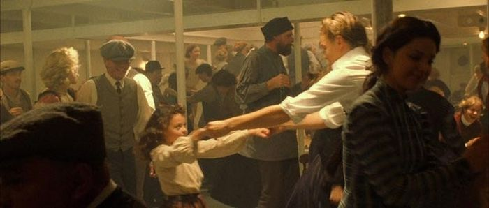 The Girl Who Danced With Leonardo DiCaprio In Titanic Is All Grown Up (4 pics)