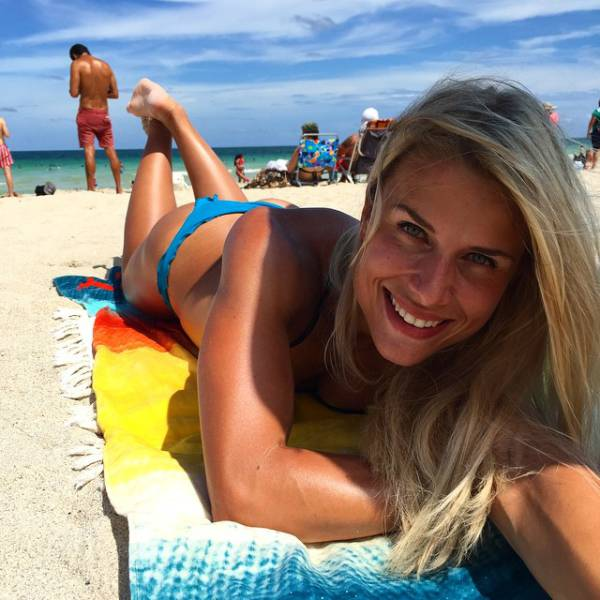 Instagram Is Going Crazy For This Sexy Police Officer From Germany (34 pics)