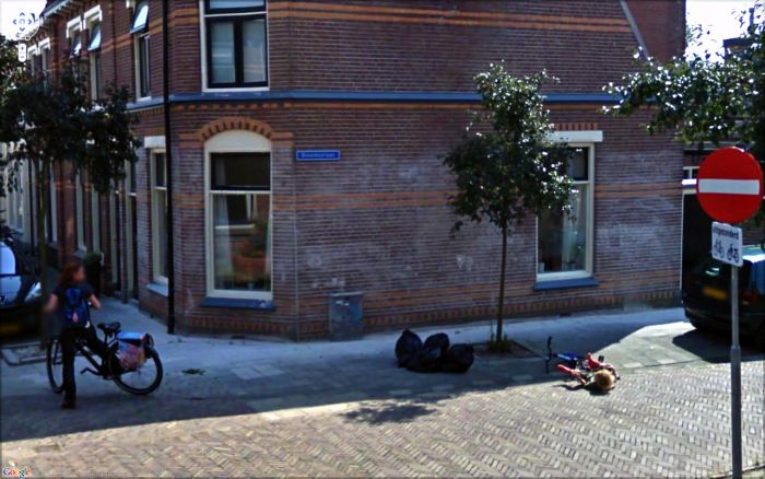 Strange Sights And Weird Moments That Were Caught On Google Street View (32 pics)
