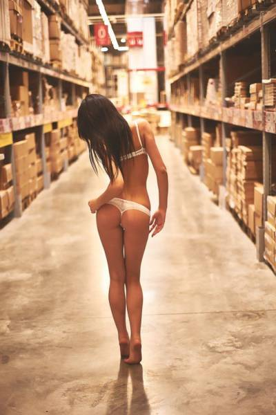Hot Women Have To Go To The Grocery Store Just Like The -5818