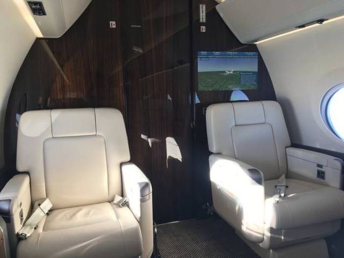 First Class Isn't Good Enough For This Guy After Flying On A $61.5 Million Private Jet (50 pics)