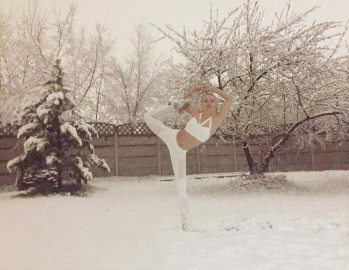 Russia Says Hello To Spring With Snow (17 pics)
