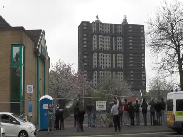 The Ultimate Photobomb Of The Norfolk Court Demolition In Glasgow