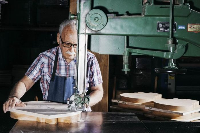 An Inside Look At How Gibson Les Pauls Are Made (12 pics)