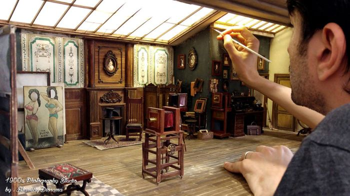 Man Builds Tiny Replica Of An Old Photo Studio (17 pics)