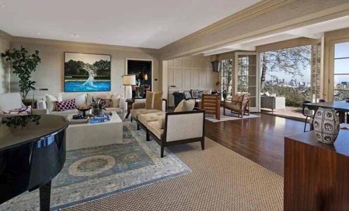 Miranda Kerr And Evan Spiegel Buy Huge Mansion In Brentwood, CA (14 pics)