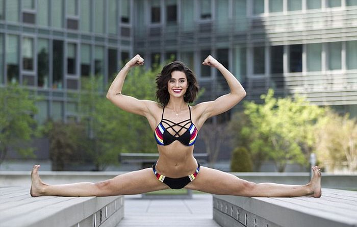 Jean Claude Van Damme's Daughter Is Just As Athletic As Dear Old Dad (4 pics)