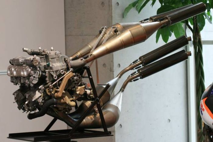 Pics For All The People Out There Who Appreciate Amazing Engines (30 pics)