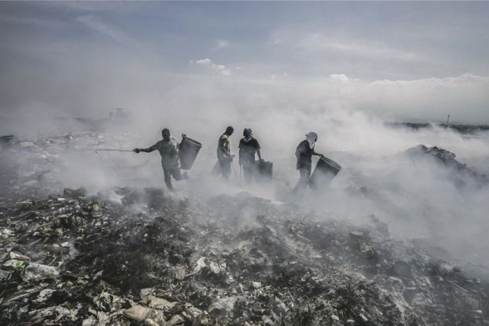 Haitian People Are Still Working Hard To Clean Up Their Country (11 pics)