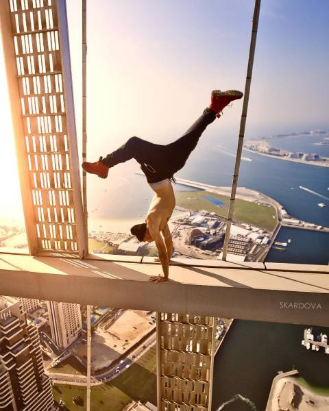 Daring Russian Man Takes Stunning Pictures From The Rooftops Of Skyscrapers (33 pics)