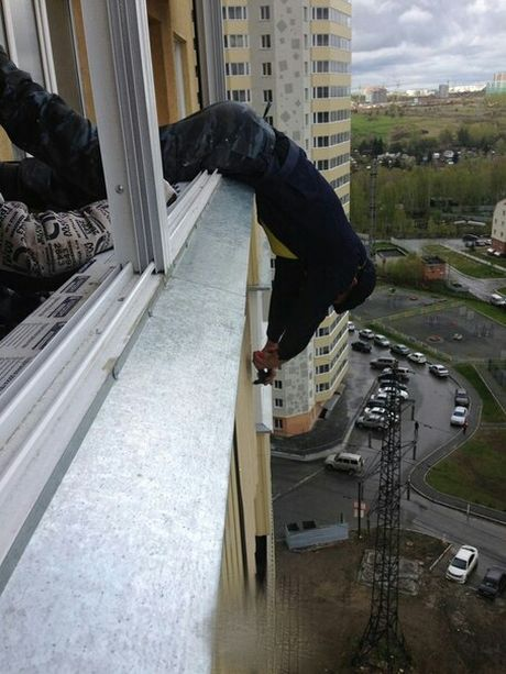 It's Important To Stay Safe When You're Working In High Places (3 pics)