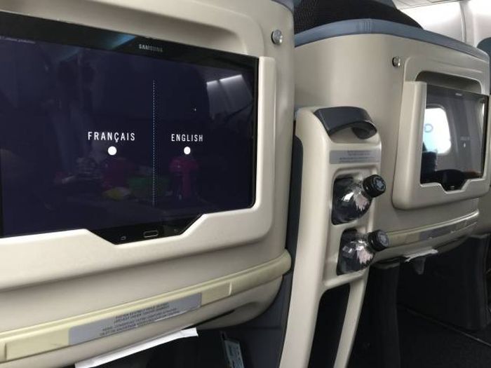 There's A Special Airline For People Flying To New York, London And Paris (23 pics)