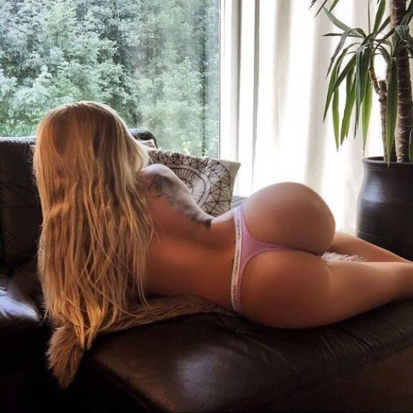Everybody Loves A Sexy Woman With A Nice Booty (44 pics)