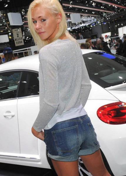 Hot Babes And Hot Wheels Make For An Irresistible Combination (73 pics)