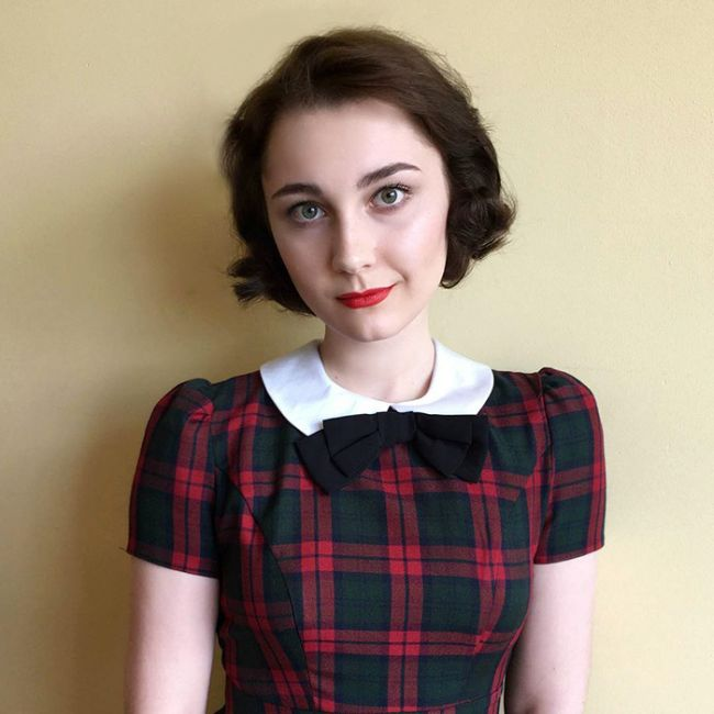 17-Year-Old Girl Recreates Vintage Looks With Ease (30 pics)