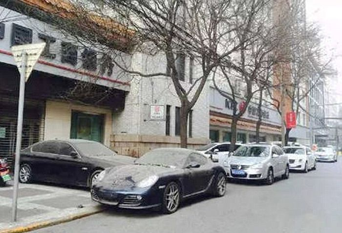 Chinese Car Owner Abandons His Porsche For An Entire Year (6 pics)