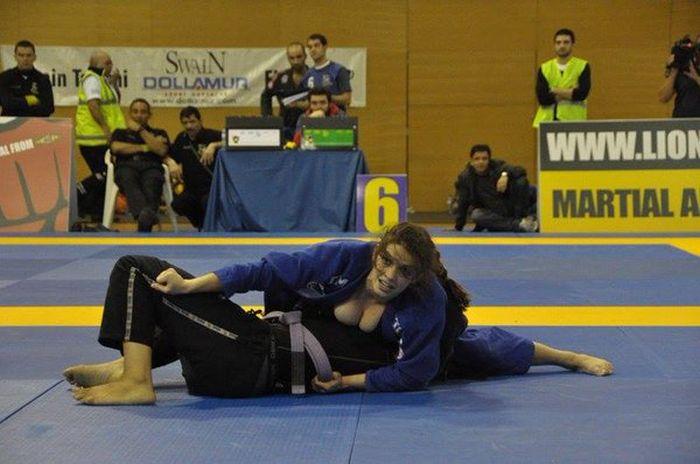 It's Always Fun Watching Mackenzie Dern Fight (6 pics)