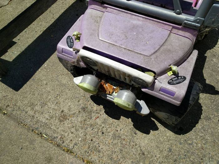Dad Restores An Old Pink Power Wheels For His 3 Year Old (25 pics)