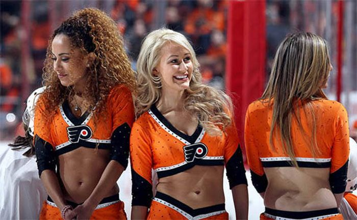Hot And Sexy Cheerleaders Will Never Go Out Of Style (62 pics)