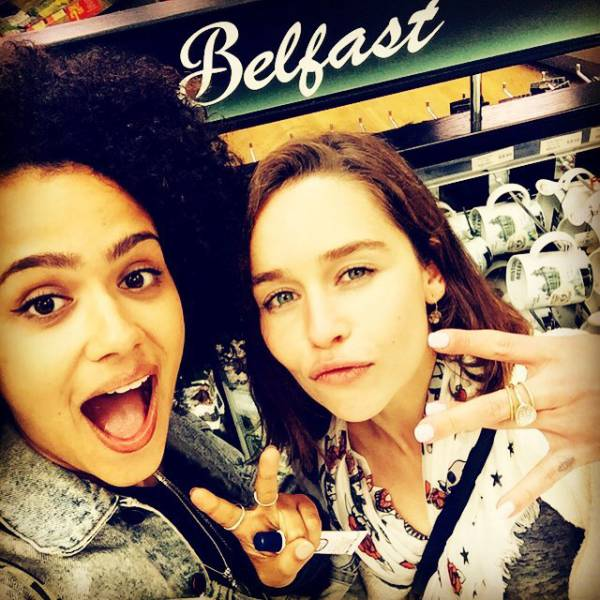 Awesome Off-Screen Photos Of The Game Of Thrones Cast (32 pics)