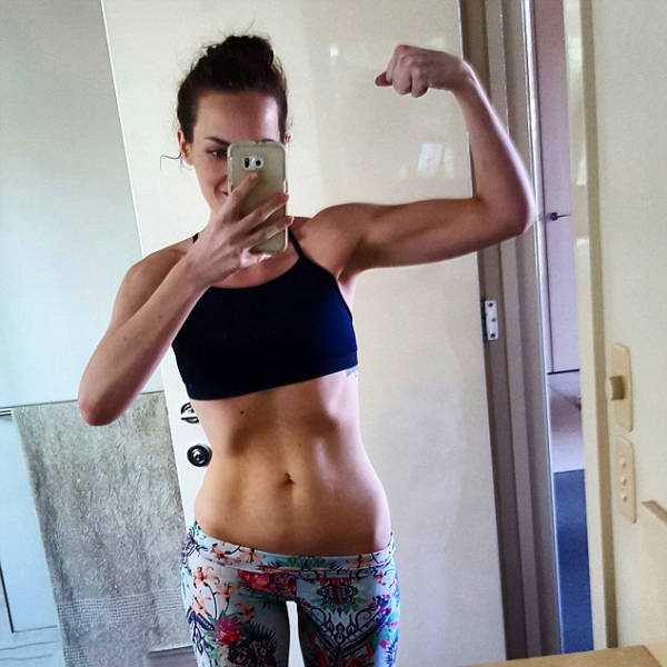 This Girl's Selfies Inspired Her To Get Healthy And Lose Weight (7 pics)