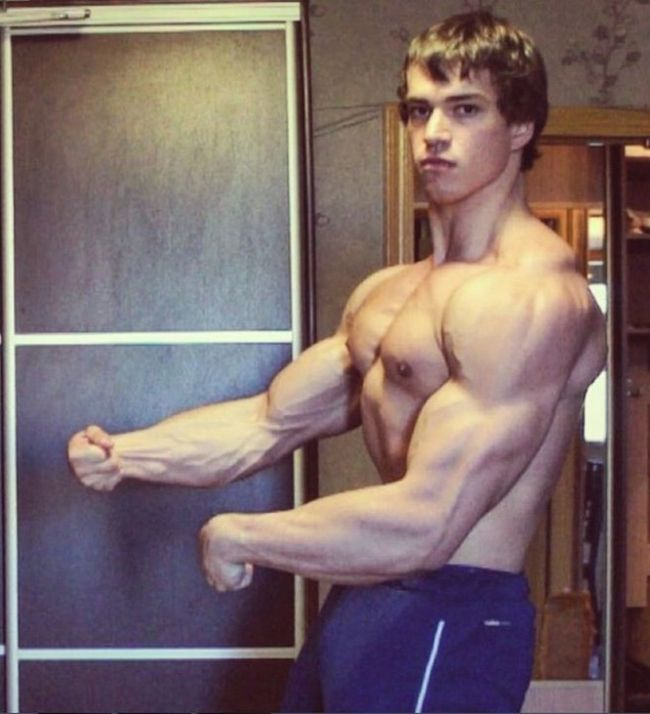 This Russian Bodybuilder Bares A Striking Resemblance To Arnold Schwarzenegger (10 pics)