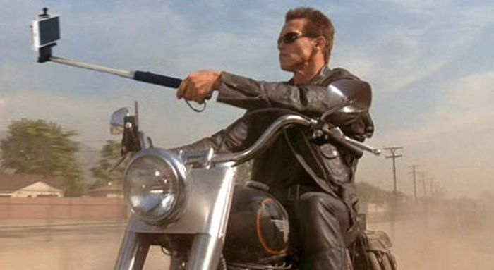 What Movies Would Look Like If Selfie Sticks Replaced All The Weapons (23 pics)