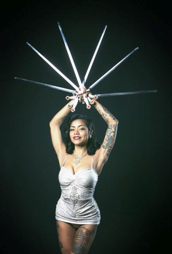 Say Hello To The Ex-Mormon Schoolgirl Who Became A Sword Swallower (17 pics)