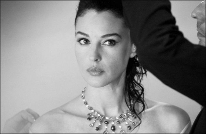 Behind The Scenes Photos Of Monica Bellucci At Cannes In 2003 (25 pics)