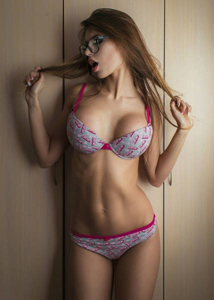Girls In Glasses Are A Very Special Kind Of Sexy (54 pics)
