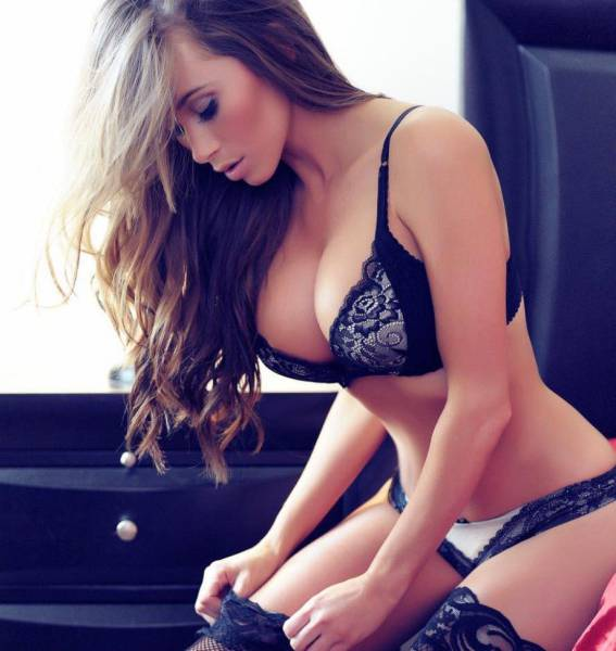 Your Eyes Are Really Going To Enjoy These Gorgeous Ladies In Lingerie (52 pics)