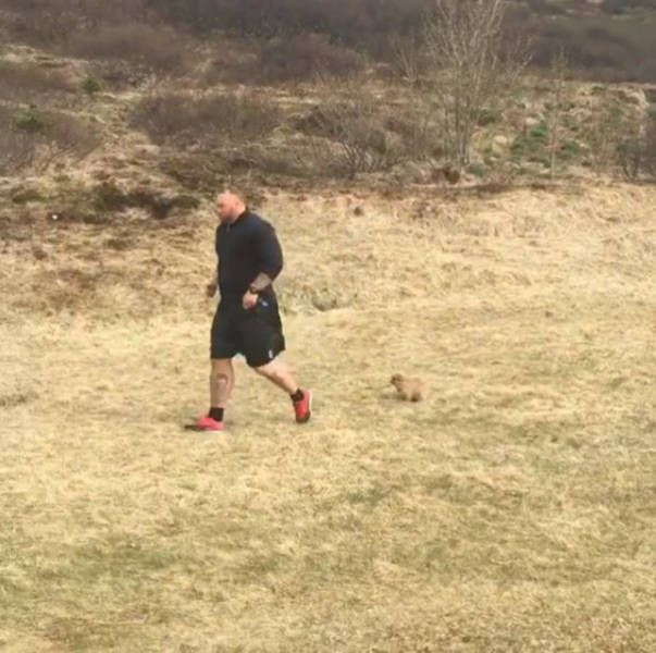 The Mountain From Game Of Thrones Adores His Tiny Little Dog (8 pics)