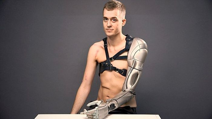 This Man's Incredible Robot Arm Has A Phone Charger, A Drone And More (5 pics)